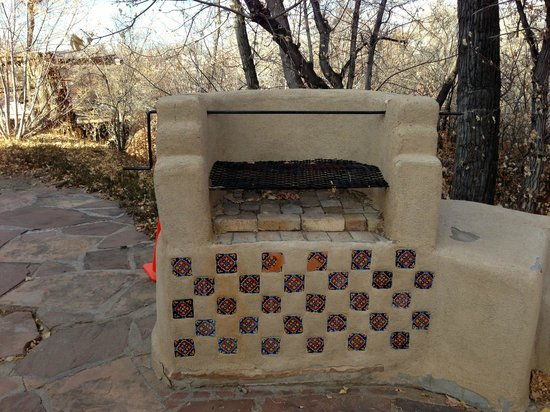 Mabel Dodge Luhan House: Old barbecue on the grounds.