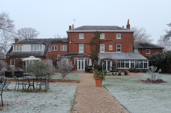 The Mill House Hotel and Restaurant: A frosty winter wonderland ......beautiful