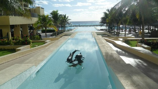 The Royal Sands Resort & SPA All Inclusive: Poolside
