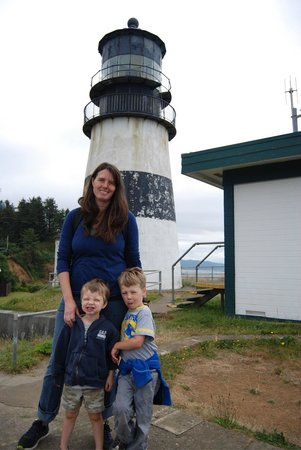 China Beach Retreat: Awesome lighthouse hike near the Lewis &amp; Clark museum. Both are must visits - 5 min away