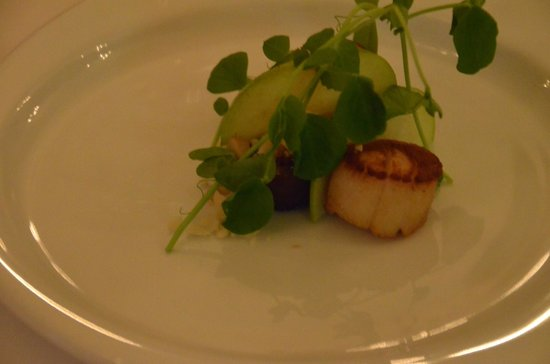 Peppers Guest House, Hunter Valley: Scallops with sausage entree at Sanctuary