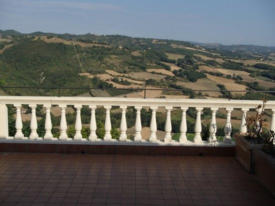 Montone, Italia: balcony off of our room