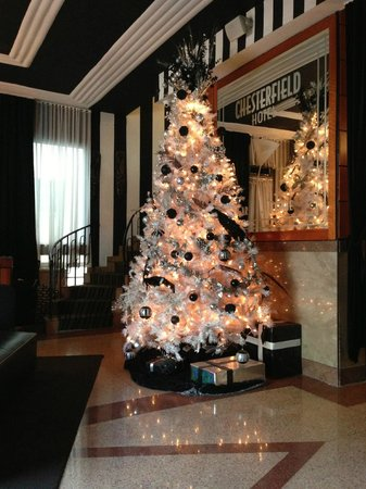 Chesterfield Hotel: The lobby (it was Christmas season)