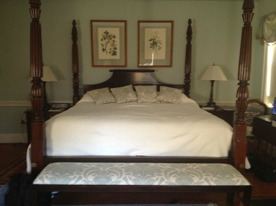 Peake-Fairfax House Bed&amp;Breakfast: The Palladian Suite, King bed