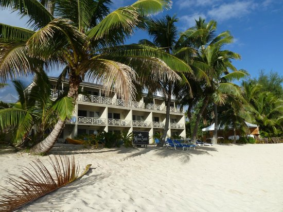 Moana Sands Beachfront Hotel & Villas: The hotel faces directly on to the beach