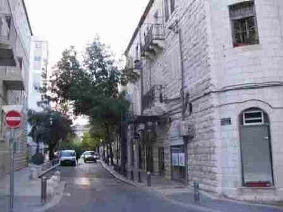 Jerusalem Inn Hotel: Horkanos street- the hotel is in right side