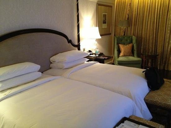 The Leela Palace New Delhi: beds