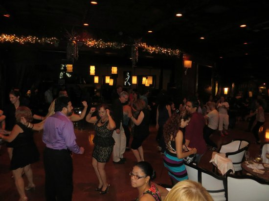 El San Juan Resort & Casino, A Hilton Hotel: Salsa dancing in the lobby