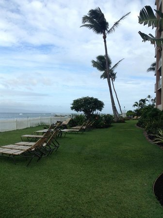Royal Kahana: A nice area to sit during the day or night