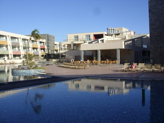 Aparthotel Los Geranios: Swimming pools on the first floor.