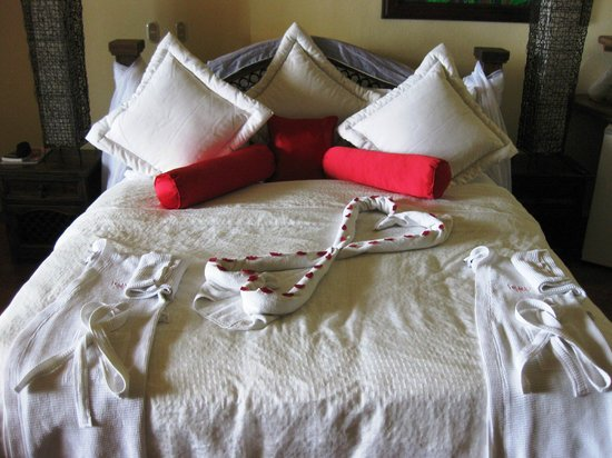 Issimo Suites Boutique Hotel and Spa: Romantic bed ;-)