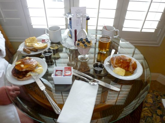 Bel Abri Napa Valley Inn: one of our breakfasts (strawberry pancakes)
