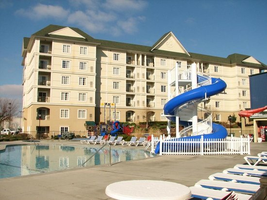 Resort at Governor's Crossing: Outdoor pool & slide