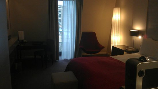 Sofitel Brussels Europe: 6th floor, queen room, overlooking the square