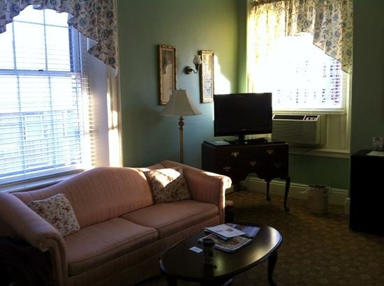 Middlebury Inn: Sitting area at foot of bed, Room 597