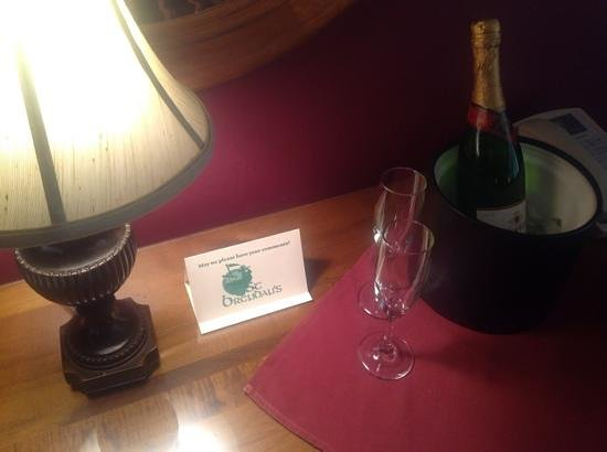 St. Brendan's Irish Inn: new years package deal....
