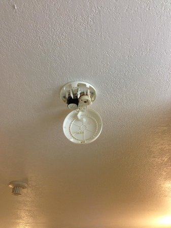 Chautauqua Lodge: smoke detector with out battery