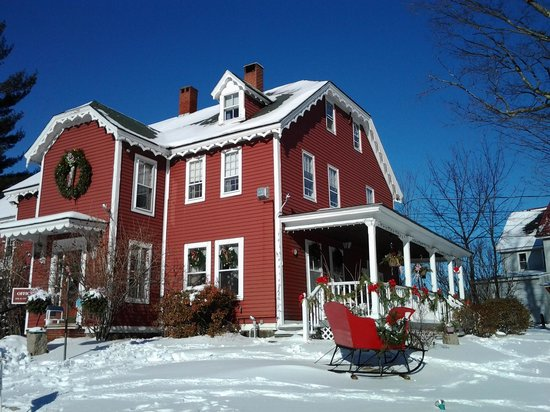 Old Red Inn & Cottages: So pretty!