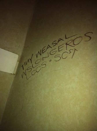 Rodeway Inn Cypress: graffiti in closet