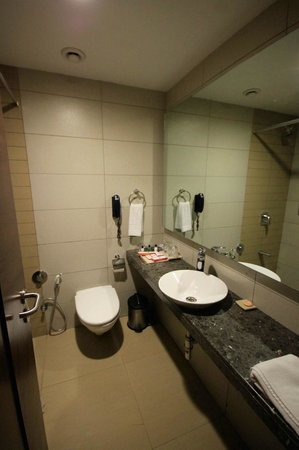 Hotel Suba International: bathroom