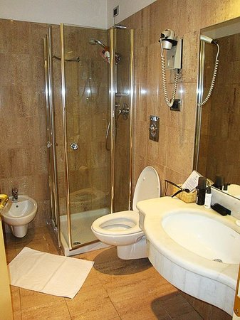 Hotel Benivieni: Bathroom