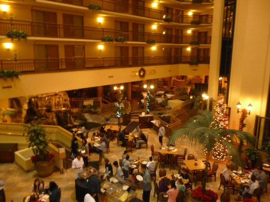 Embassy Suites Portland - Washington Square Hotel: The atrium area at the Embassy Suites, also where breakfast is served.