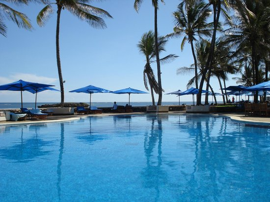 Hemingways Resort: The pool