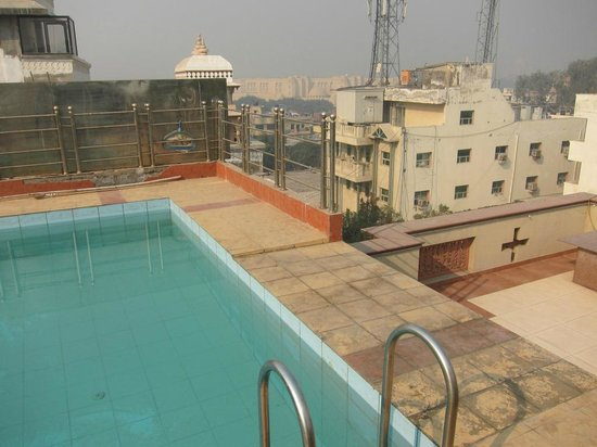 Hotel Bhoomi Residency : Roof top swimming pool