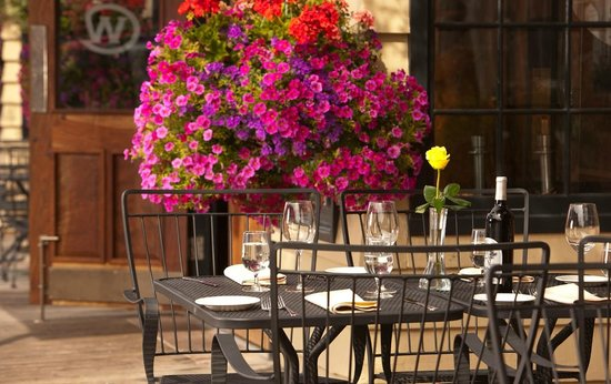 The Wort Hotel: Outdoor Dining at The Silver Dollar Grill