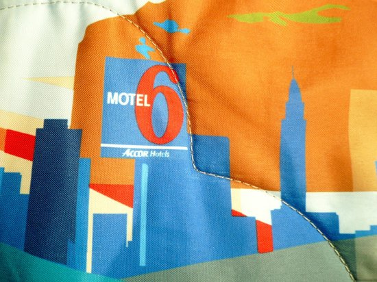 Motel 6 Jefferson City: The bedspread