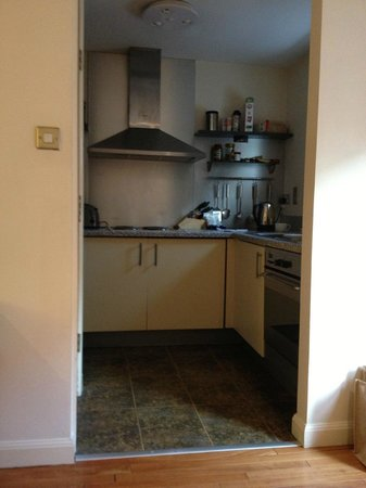 Holyrood apartHOTEL: kitchen with dishwasher and w/d