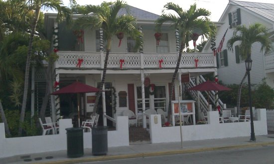 Speakeasy Inn and Rum Bar: view of property from the street