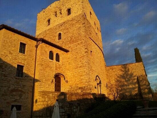 Castello di Tornano: castello al tramonto