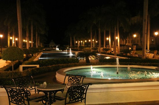 Riu Palace Punta Cana: Fountains at night