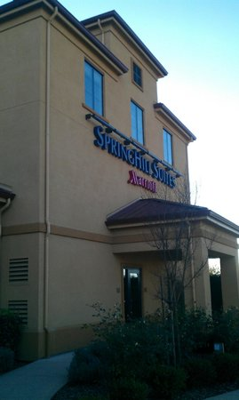 SpringHill Suites Napa Valley: Hotel side view