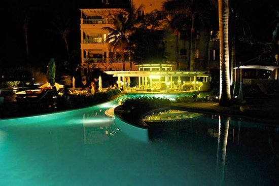 The Regent Palms: Pool at night