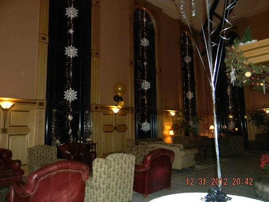 Bonneville Hot Springs Resort &amp; Spa: Great Room Holiday Decorations