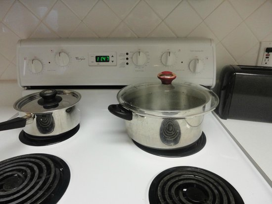 Mainsail Suites Hotel &amp; Conference Center: only two pots in kitchen