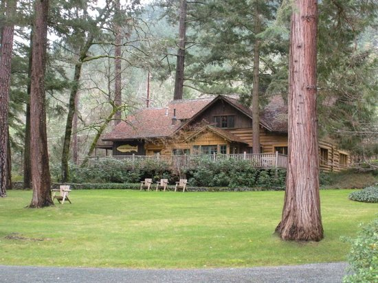 Grants Pass, OR: Lodge from the cabins