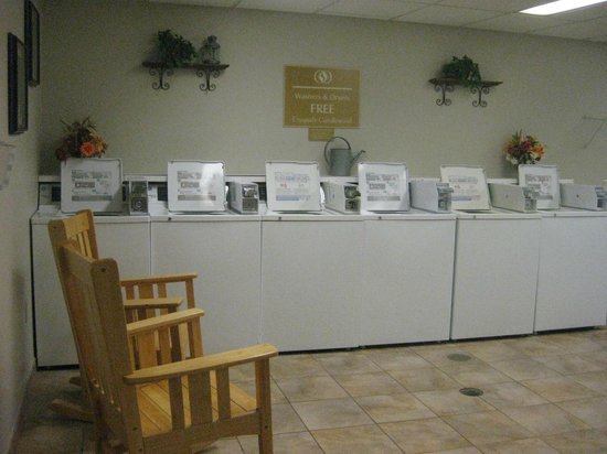 Candlewood Suites Chicago O'Hare: laundry facilities