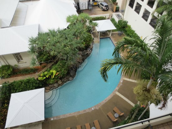 Mantra Esplanade Cairns: Looking down over the pool from our city view room