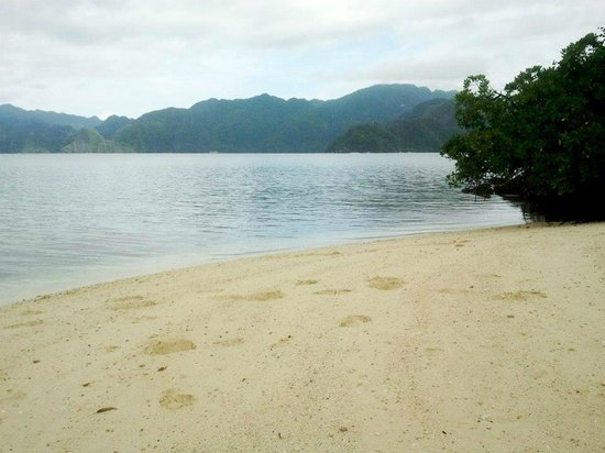 Centro Coron Bed and Breakfast: Banol Beach