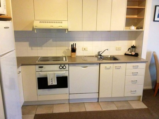 Quest On Nelson Serviced Apartments: Kitchen