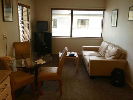 Quest On Nelson Serviced Apartments: Lounge and dining