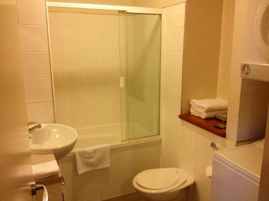 Quest On Nelson Serviced Apartments: Bathroom