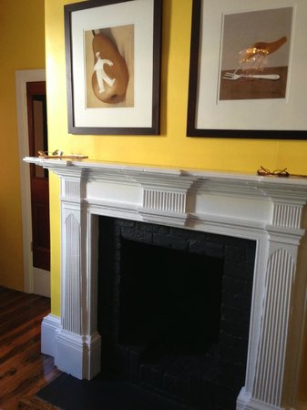 Hagley, Australia: Lovely Tom Samek artwork above the fireplace