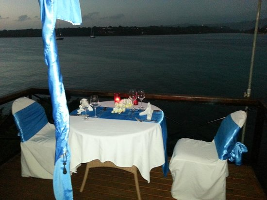 Iririki Island Resort: Romantic Dinner