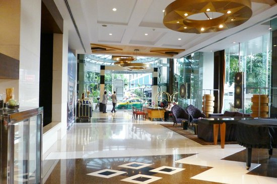 Majestic Grande Hotel: Hotel entrance viewed from reception.