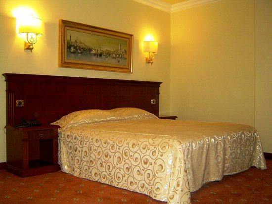 Bilek Hotel Istanbul: Franch Baed Room Standard