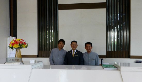 Majestic Grande Hotel: Some of the excellent concierge staff.